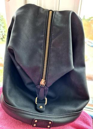 Чорний рюкзак на замку