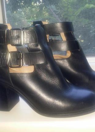 Черные кожаные ботильоны на ремешках каблук- столбик office london натуральная кожа