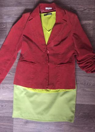 Вельветовый пиджак насыщенного терракотового цвета