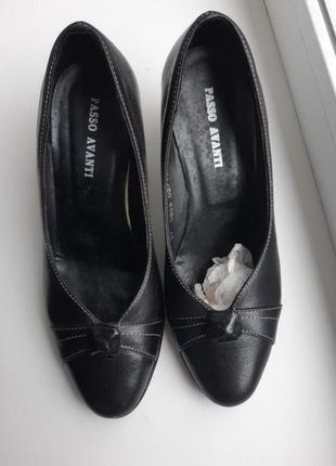 Распродажа  кожаные туфли на каблуке