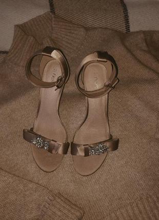 Нежные пудрово-розовые туфли босоножки на шпильке next