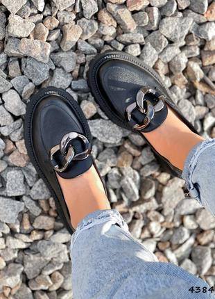 Кожаные туфли лоферы с цепью