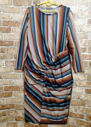 Тёплое трикотажное платье с драппировкой