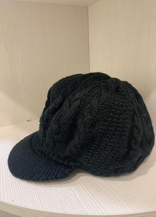 Беретик, кепка, шапочка в'язана