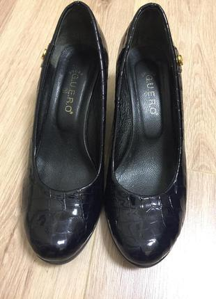 Красивые лаковые туфли 39 р.