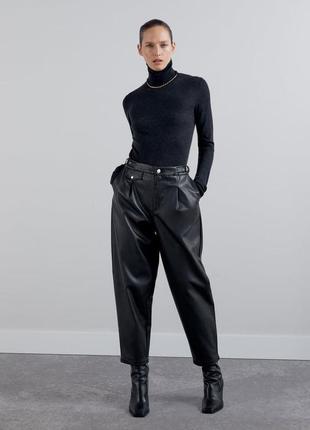 Стильные прямые штаны с экокожи