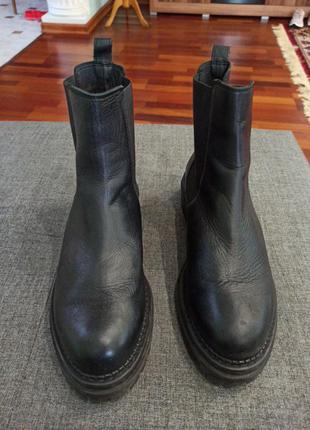 Кожаные ботинки на толстой подошве