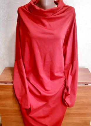 Шикарное красное платье с хомутом.