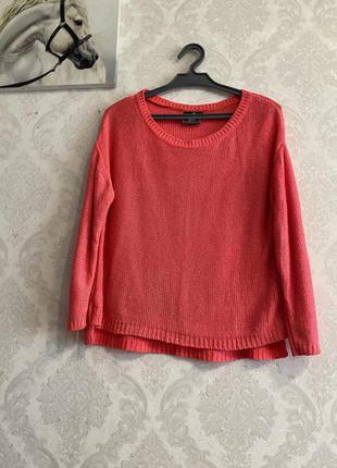 Вязаный коралловый свитер
