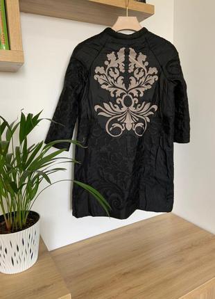Дизайнерское стеганое пальто с вышивкой от yoana baraschi