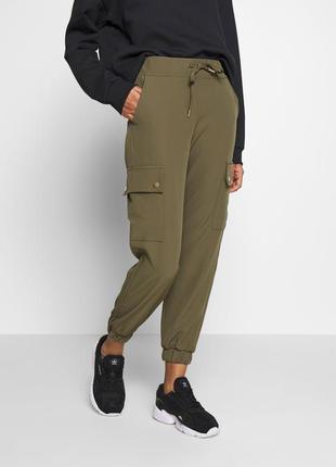 Актуальні нові штани карго