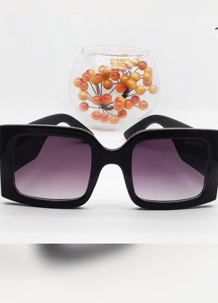 Солнцезащитные очки линза черная дужка матовая  широкая