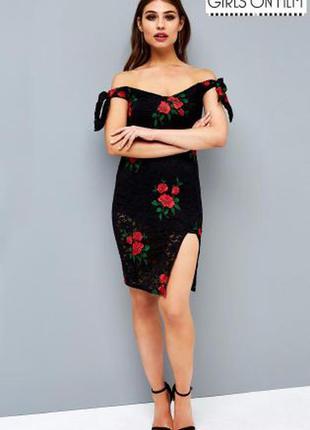 Мереживне обтягуюче плаття з вишивкою і відкритимии плечами girls on film