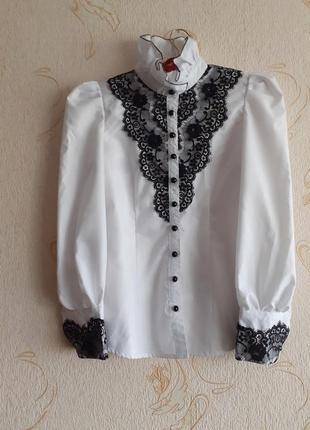 Красивая нарядная блуза  французким кружевом и рукавами буфами