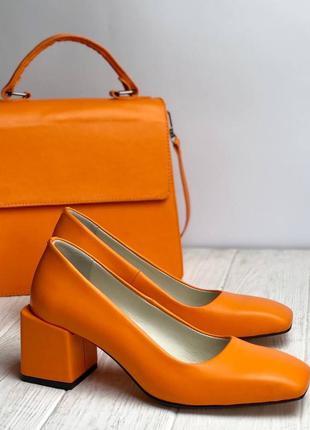 Туфли с квадратны мысом из натуральной кожи на низком каблуке 6см