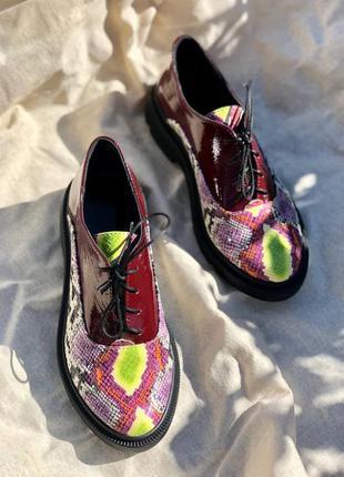 Туфли оксфорды на шнурках из натуральной лакой кожи и кожи питон