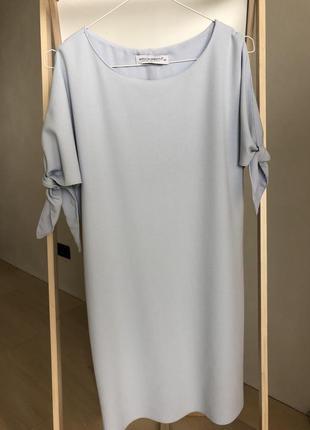 Голубое сдержанное платье rinascimento italia