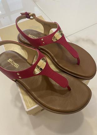 Michael kors 7 37 37,5 корс сандалі босоножки босоніжки шкіра кожа в'єтнамки
