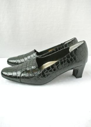 Стильные и модные брендовые туфли van dal на каблуке. размер uk6 eur 39.