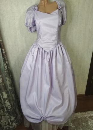 Шикарное женское винтажное платье.