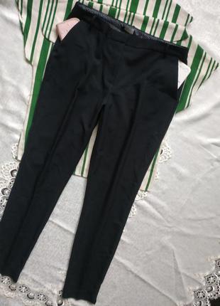 Зауженные брюки с боковыми карманами
