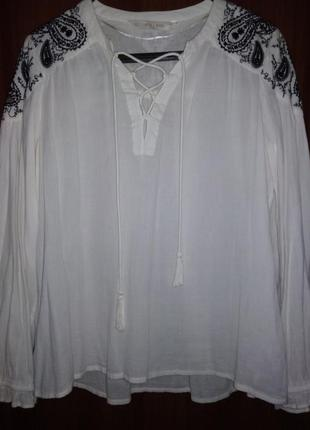 Натуральная хлопковая блузка с вышивкой и кисточками бохо этно zara india