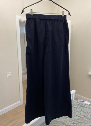 Легкий широкие темно синие брюки cos
