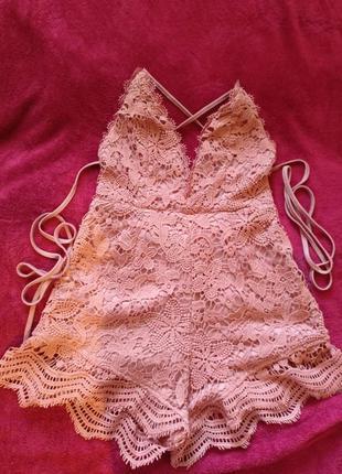 Розовый кружевной комбенизон