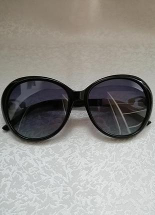 Солнцезащитные очки, бренд