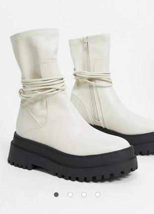 Массивные ботинки public desire