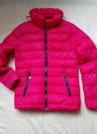 Красивая малиновая куртка
