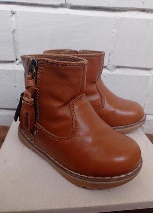 Демисезонные кожаные ботиночки next для девочки.