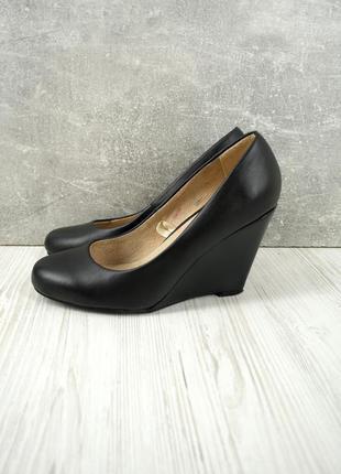 Брендовые кожаные туфли на танкетке avenue . размер uk5 eur37-38.