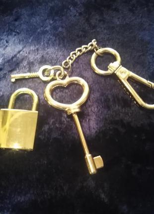Оригинальный брелок  для  ключей, сумки на карабине.