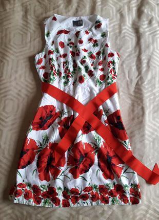 Красивое платье в красные маки