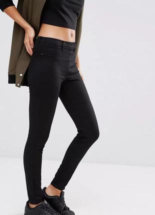Черные джинсы скинни, пояс на резинке