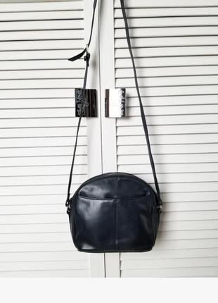 Женская кожаная сумка темно синяя кросс боди на длинном ремешке