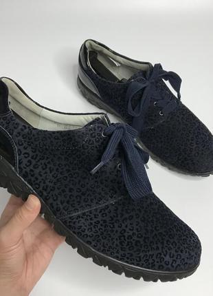 Фирменные туфли на шнуровке замшевые