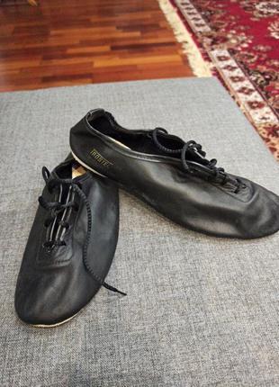 Танцевальные туфли на шнурках