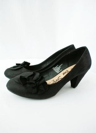 Стильные модные изящные замшевые туфли george на каблуке. размер uk5/ eur38.
