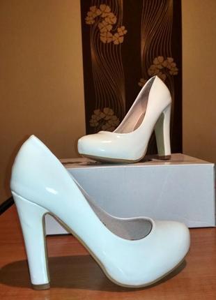 Туфли на устойчивом каблуке 22,5 - 23 см распаровка