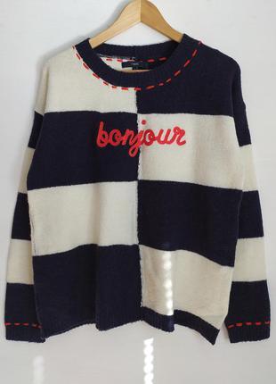 Мягкий свитерок с  классным дизайном