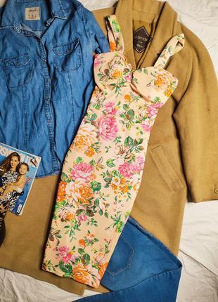 Платье бежевое персиковое миди по фигуре карандаш футляр миди в цветочный принт с чашечками