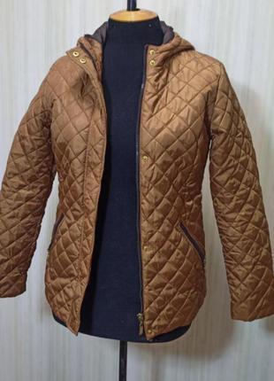 Демисезонная куртка куртка стеганная    .