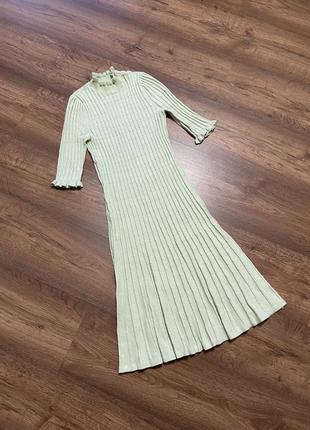 Платье, на размер s,m, цвет нежно салатовый, длинна до колена ( на рост 160) , мягкое, тёплое, уютное