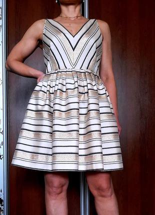 Красивейшее бежевое коктельное платье с золотистыми акцентами