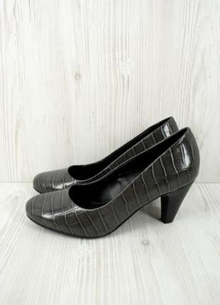 Новые (сток) классические стильные туфли clarks. размер uk5,5.