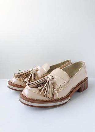 Лоферы ботинки мокасины осенние лакированные с кисточками нюдовый zara 38