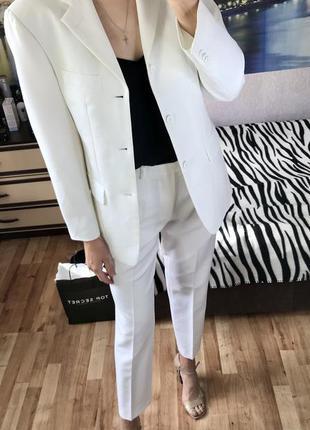 Белый брючный костюм италия angelo litrico