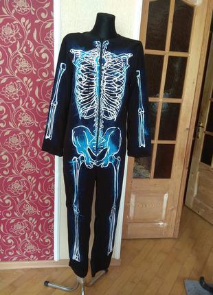 Ромпер карнавальний ,перед фліс,спинка-поліестер 13-14 років,ріст 164см,груди 86см,талія 75см.